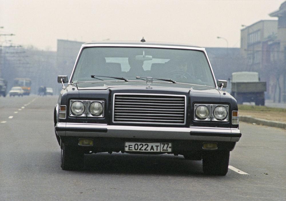 Ticari sınıf otomobil ZIL-4104