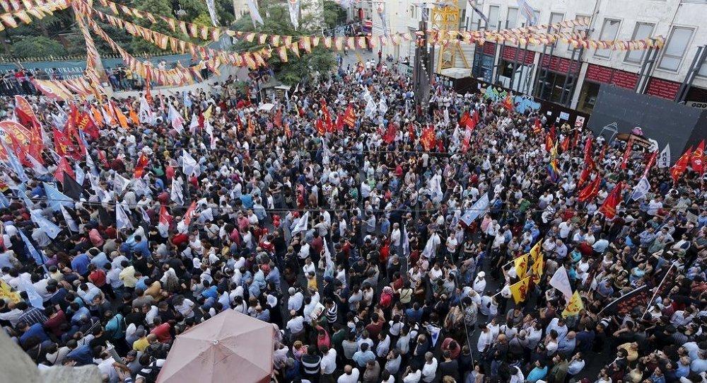 Suruç'taki bombalı saldırı, Türkiye'nin çeşitli illerinde protesto edildi.