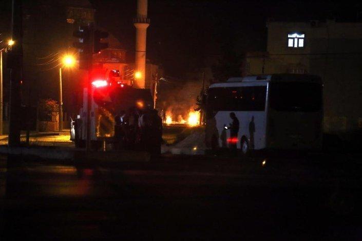 Mersin'in Tarsus ilçesinde 5'i polis olmak üzere 11 kişi yaralandı.