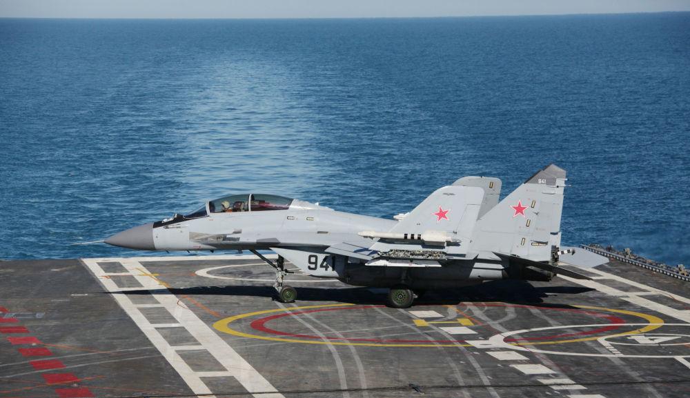 MiG-29KUB çok maksatlı gemi savaş uçağı