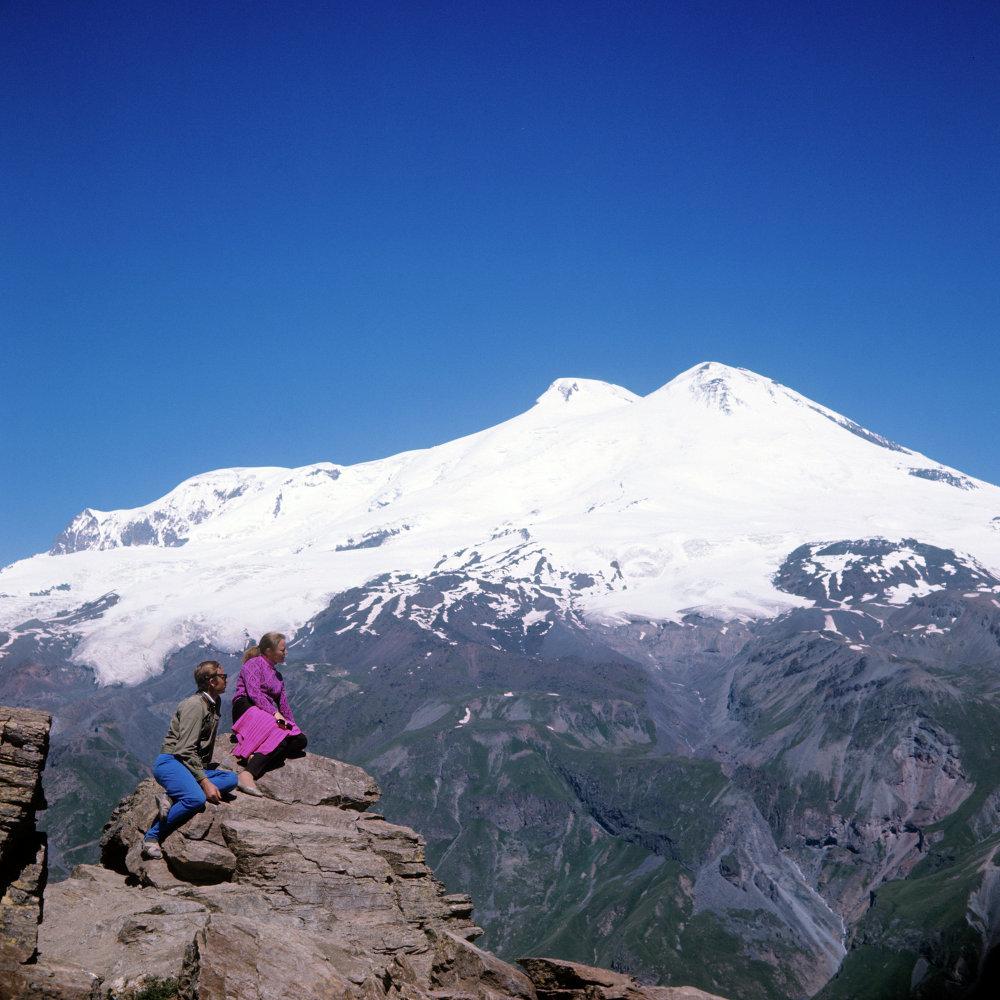 Elbrus dağın'da dağcılar