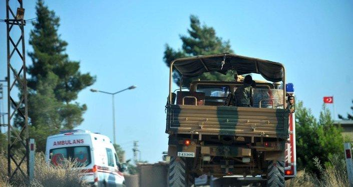 Kilis'te IŞİD'in bir askeri şehit etmesinin ardından askeri araç ve ambulans, Kilis Dağ Hudut Karakolu'na doğru hareket etti