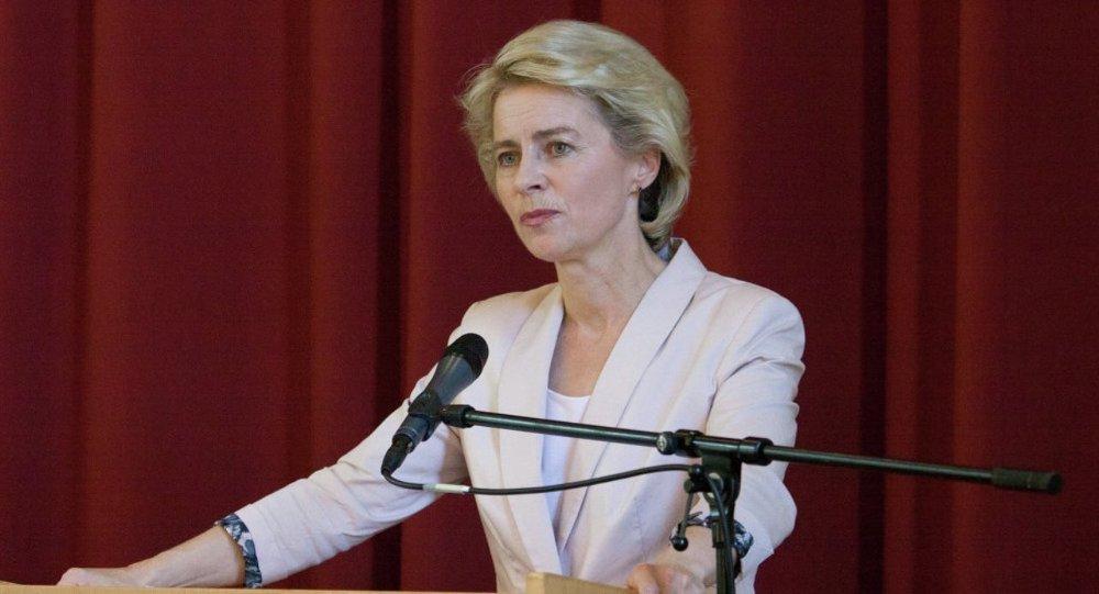 Alman Savunma Bakanı Ursula von der Leyen