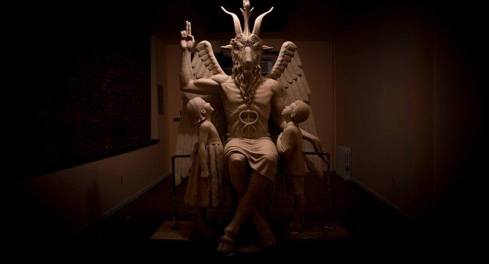 Michigan'daki Satanist Tapınağı'nda bulunan Bafomet heykeli
