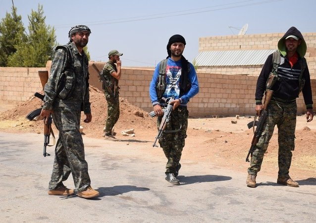 YPG, Suriye'nin kuzeyindeki Demokratik Özerk Yönetim'in askeri gücü ve bünyesinde Kürt, Arap, Süryani, Çeçen ve bölgedeki diğer azınlıklardan savaşçılar bulunuyor.