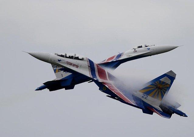 Uluslararası Ordu Oyunları 2015'de Rusya Hava Kuvvetlerinin akrobasi timi Rus Şövalyeleri gösteri sundu