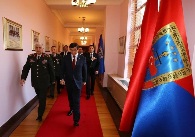 Başbakan Ahmet Davutoğlu ve Genelkurmay Başkanı Necdet Özel
