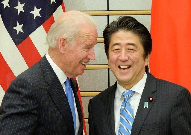 Joe Biden - Şinzo Abe