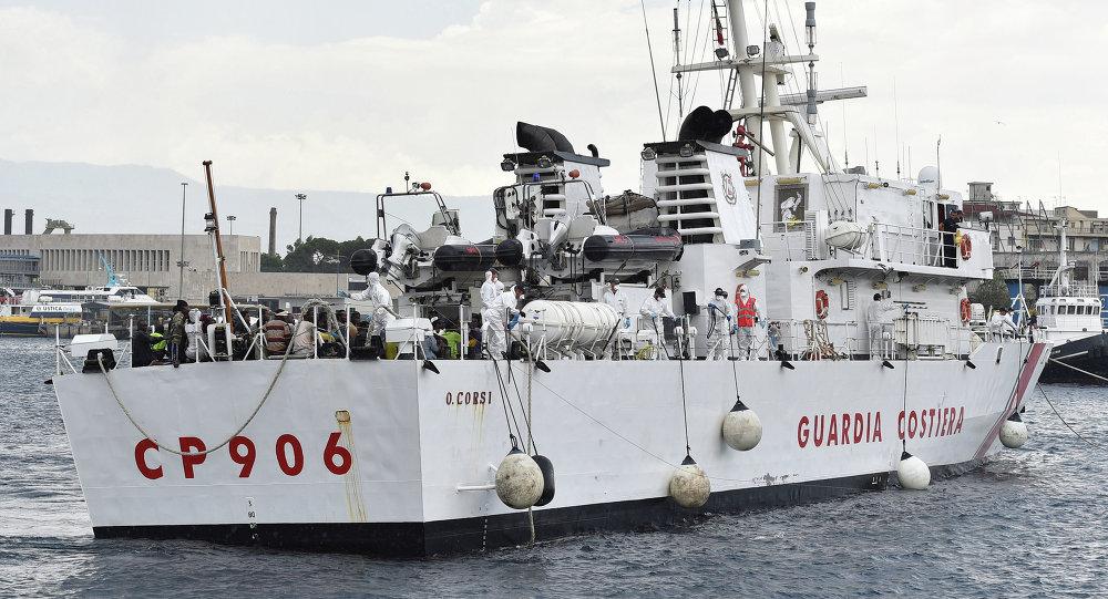 İtalya'da bir mülteci gemisi