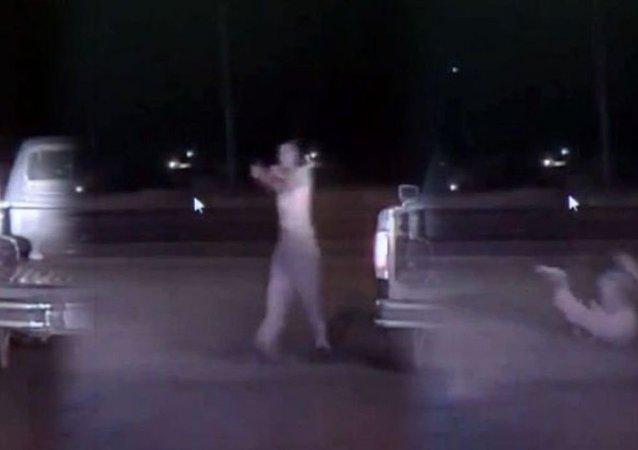ABD polisi silahsız bir kişiyi kurşun yağmuruna tuttu