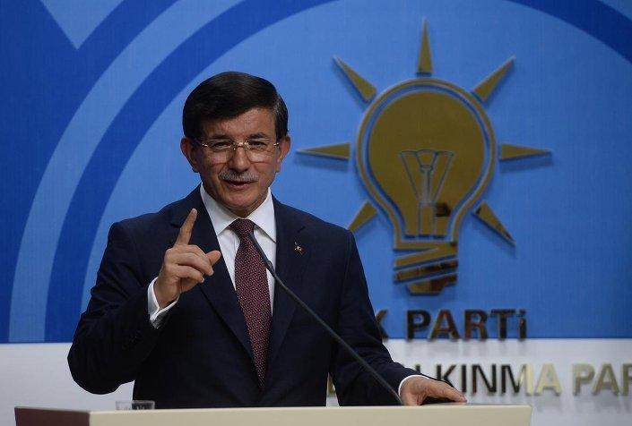 AK Parti Genel Başkanı ve Başbakan Ahmet Davutoğlu, CHP Genel Başkanı Kemal Kılıçdaroğlu ile görüşmesinin ardından, AK Parti Genel Merkezi'nde basın toplantısı düzenleyerek gazetecilere açıklamalarda bulundu.