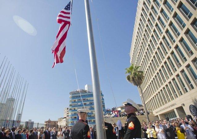 54 yıl sonra bir ilk: ABD bayrağı Küba'da dalgalandı