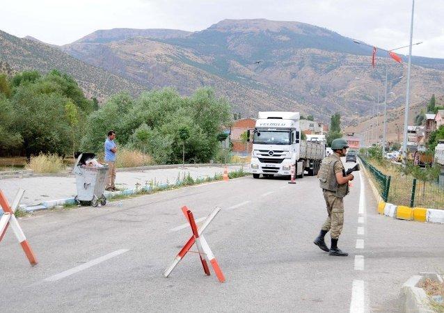 Erzurum'da PKK'lıların minibüse ateş açması