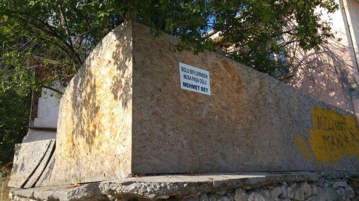 Bolu Beyi Musa Paşa oğlu Mehmet Bey'in mezarı, yok olsa dahi bir simge olarak  bulunduğu yerde koruma altına almaya yahut düzenlenmiş bir başka alanda anıtlaştırmaya hazırlanıyor.