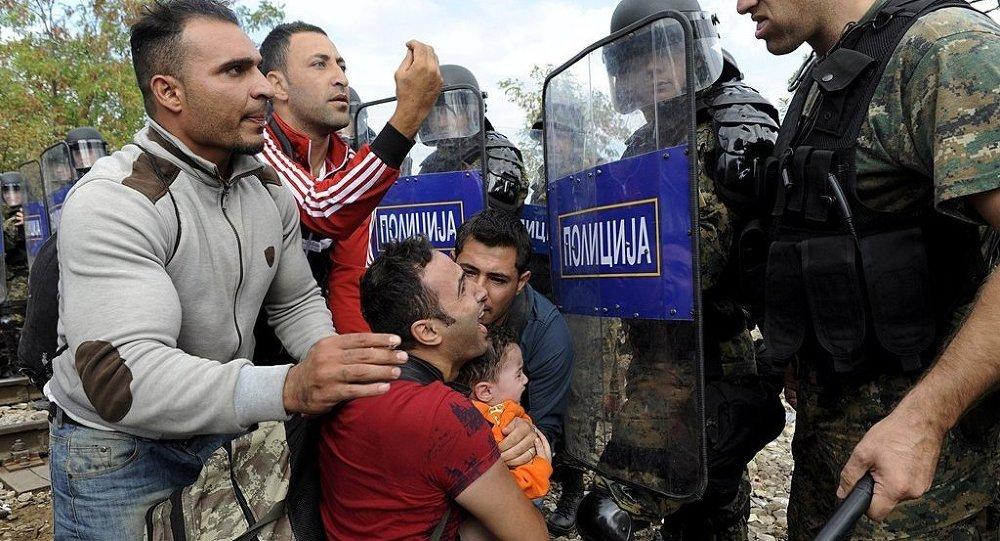 Makedonya - Göçmen - Polis