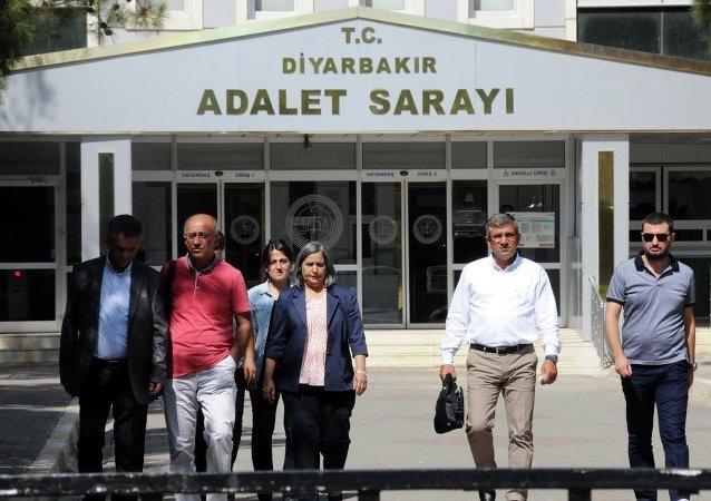 Diyarbakır'da 'öz yönetim' açıklaması yapan belediye başkanları adliyede