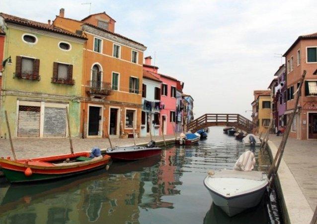 Venedik'te rengarenk bir ada: Burono