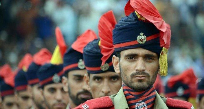 Keşmir'deki kutlamalara 10 bin kişilik Bakshi stadyumu ev sahipliği yaptı.