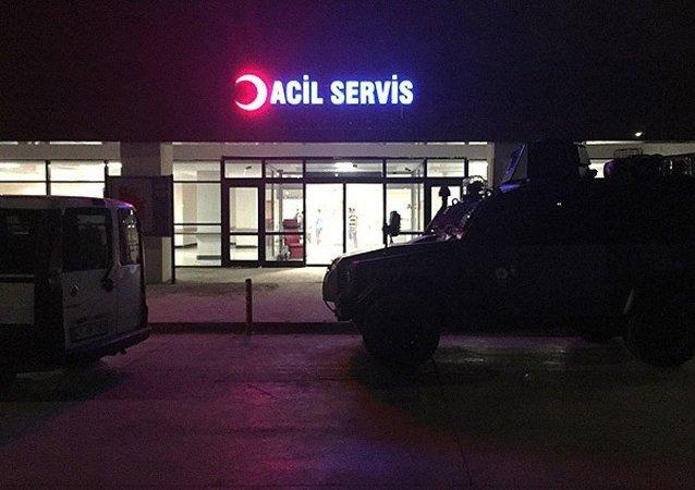 Saldırı sonrası hastaneye gelen Şanlıurfa Emniyet Müdürü Eyyüp Pınarbaşı, yetkililerden bilgi aldı.