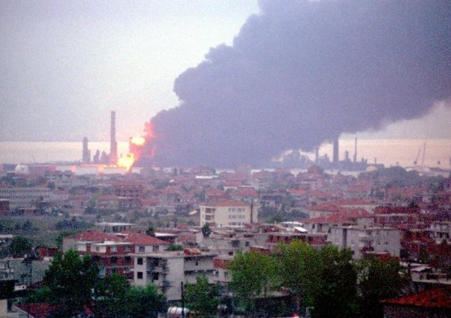 Depremin ardından Kocaeli'deki Tüpraş Rafinerisi'nin farklı bölümlerinde çıkan yangınların tamamen kontrol altına alınması dört gün sürmüştü.