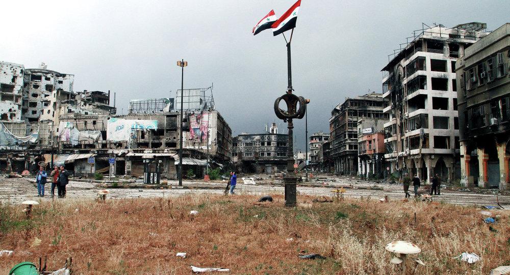 Homs'ta Suriye bayrakları