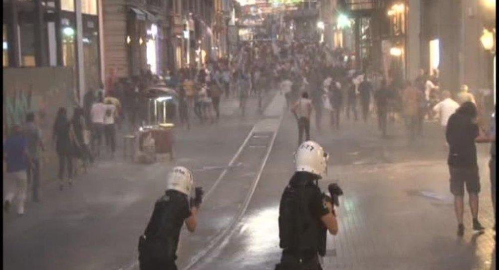 Taksim'de göstericilere müdahale