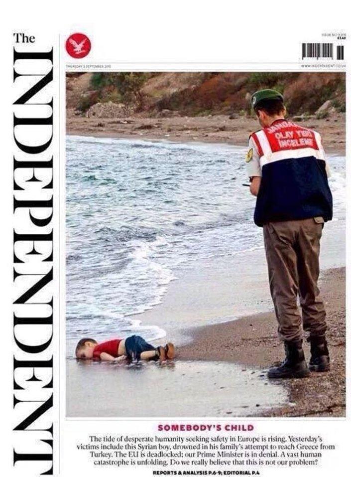 'O da birinin çocuğu' başlıklı kısımda şu ifadeler yer aldı:   İnsanlık Avrupa'da güvenlik arıyor, umutsuzluk dalgası büyüyor. Dünün kurbanları arasında, ailesi Türkiye'den Yunanistan'a geçmeye çalışırken boğulan Suriyeli bu çocuk da var. AB tıkanmış durumda. Başbakanımız gerçekleri inkâr ediyor. Dev bir insani felaket gözler önüne seriliyor. Gerçekten bunun bizim sorunumuz olmadığına inanıyor muyuz?