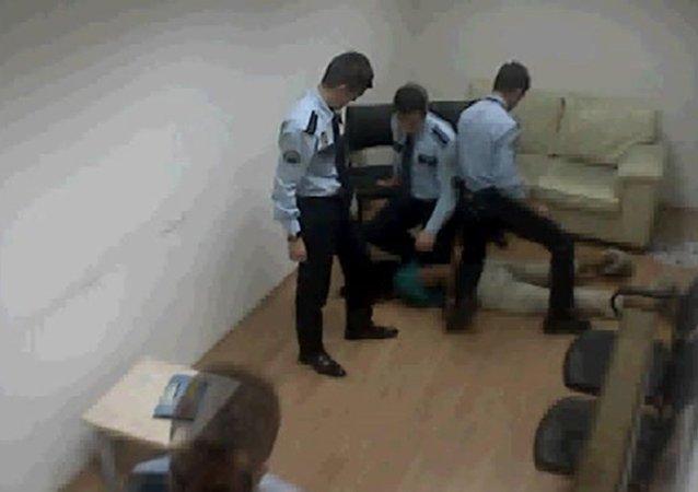 Atatürk Havalimanı'nda polis ABD'li kadını öldürdü