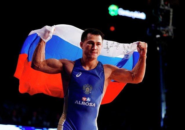 Rus güreşçi Roman Vlasov
