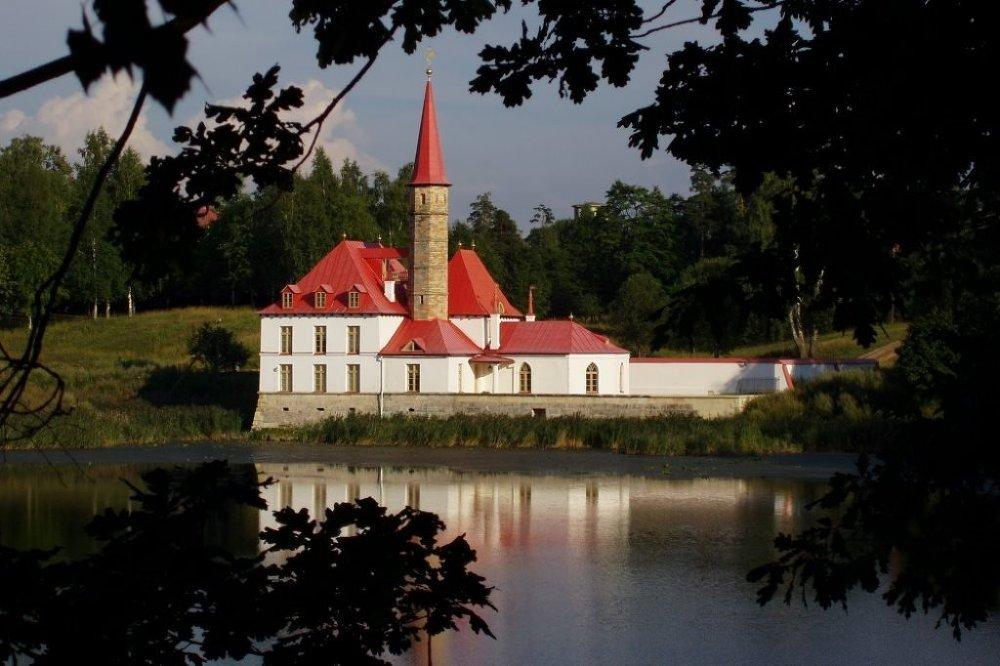 Rusya'nın gotik mimari harikaları - Prioriy Sarayı