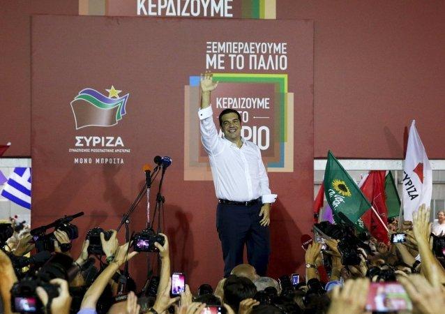 SYRIZA lideri Aleksis Çipras'ın zafer konuşması yaptığı meydana ANEL lideri Kammenos da geldi.
