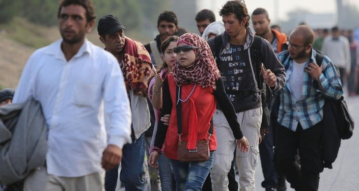 Avrupa'ya gitmek isteyen sığınmacılar, Büyük İstanbul Otogarı'ndan Edirne istikametine yürüyüşlerine devam etti.