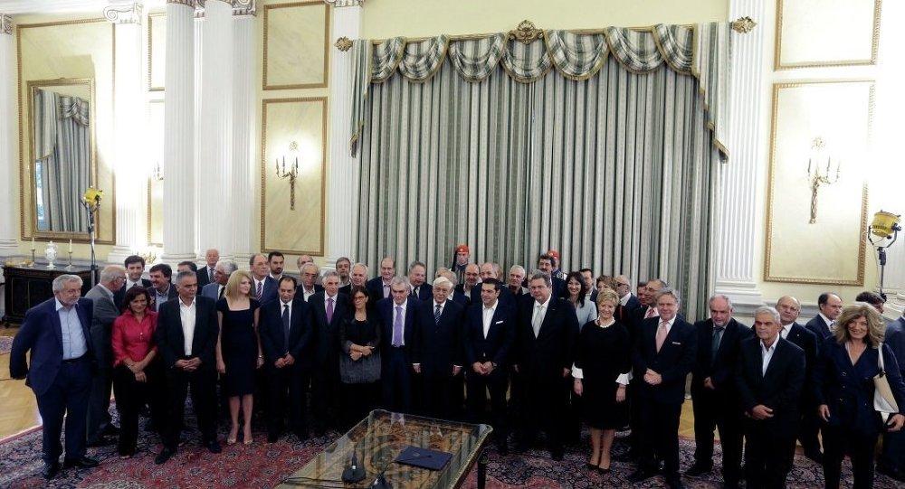 Yunanistan'da yeni kabine üyeleri yemin etti