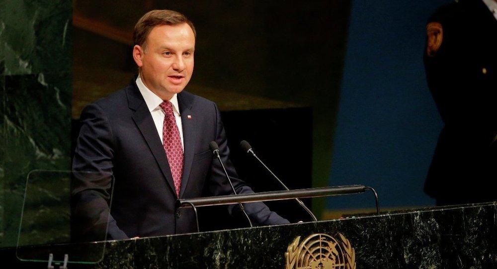 Polonya ABD'nin üs kurması için 2 milyar dolar ödeyecek