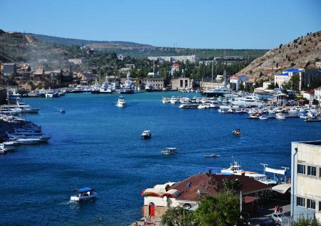 Kale dağından açılan Balaklava koyu manzarası, Sivastopol.