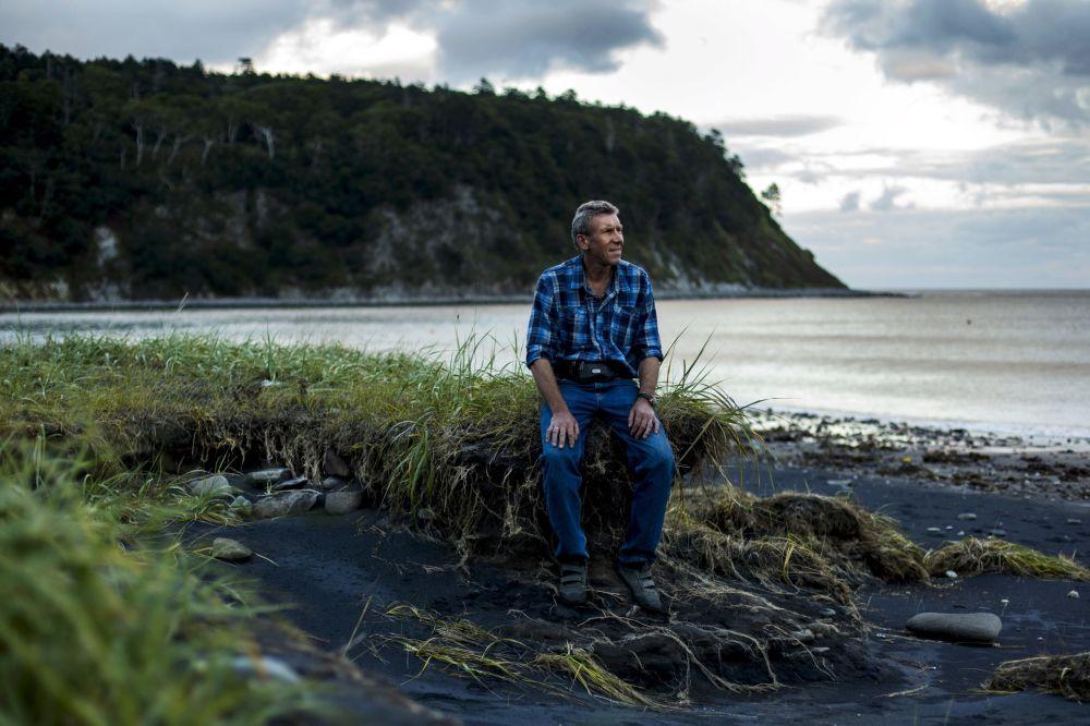 Kuril Doğa Koruma Alanı Müdürü Aleksandr Kisleyko, Kunaşir adasında.
