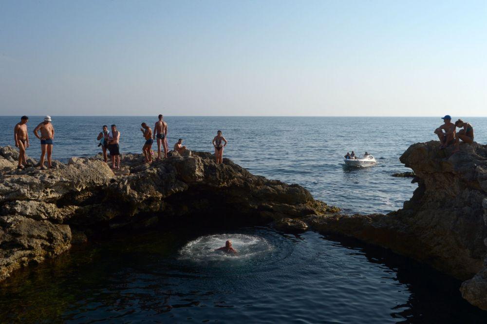 Kırım'daki doğal havuz Aşk Kasesi.
