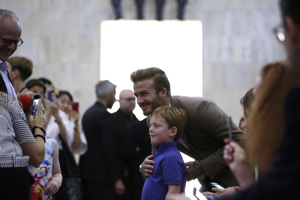 Eski İngiliz futbolcusu David Beckham, New York Fashion Week 2015 sırasında eşi Victoria Beckham'in gösterisi öncesinde.