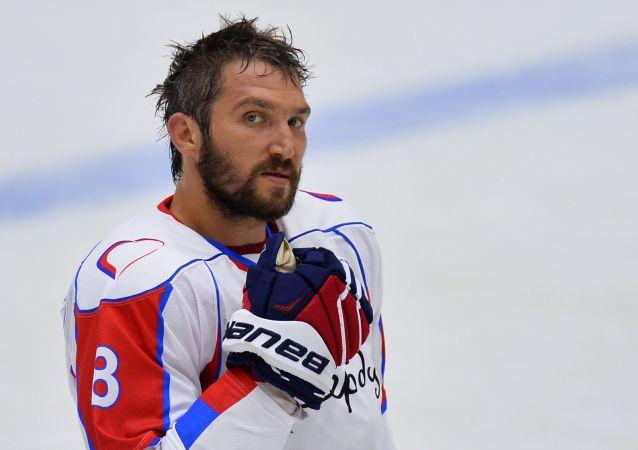Kovalchuk Team takımının oyuncusu Aleksandr Oveçkin.