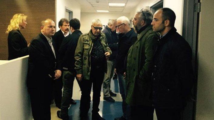 Ahmet Hakan'a saldırı haberini alan meslektaşları hastaneye akın etti.