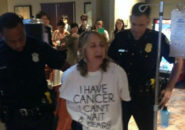 Kanser hastası Zahara Heckscher Atlanta'da gözaltına alındı