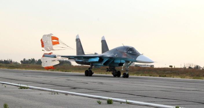 Lazkiye'deki Hmeimim Hava Üssü'ndeki Rus Su-34 jeti / Fotojet