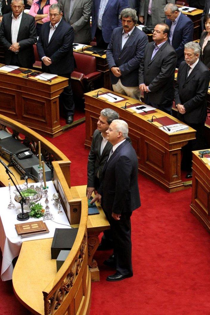 Potami milletvekili Ahmet  ve SYRIZA milletvekili Zeybek İslami kurallara göre yemin etti
