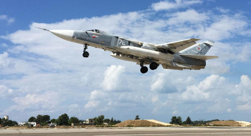 Suriye - Lazkiye'deki Hmeimim Hava Üssü'ndeki Rus Su-34 jeti / Fotojet
