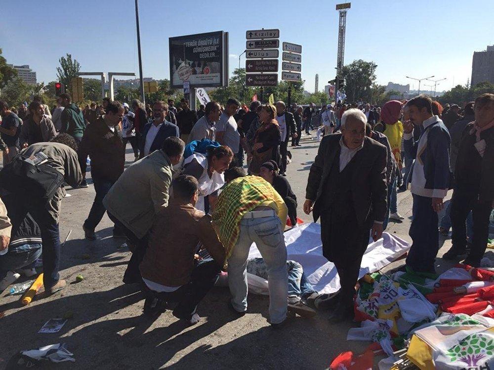 Ankara'daki patlamanın ardından siyasi parti liderleri programlarını iptal etti.