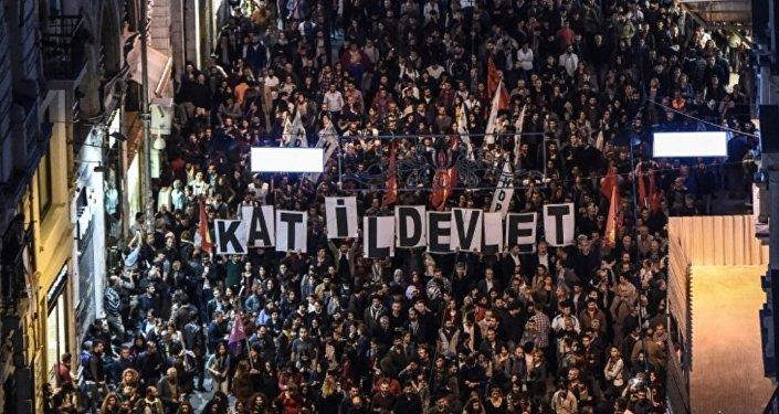 Ankara'daki saldırı Taksim'de protesto edildi