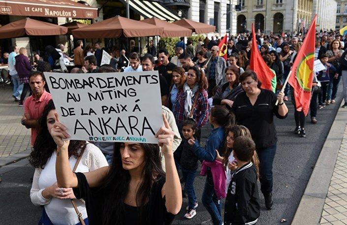 Saldırı, pek çok ülkede olduğu gibi Fransa'da da protesto edildi.