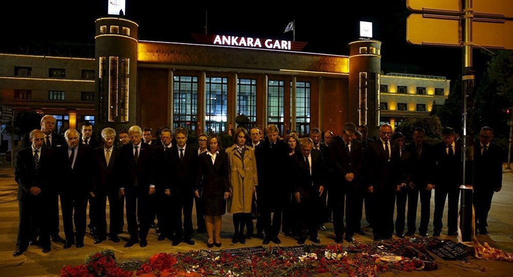 27 AB ülkesi büyükelçisi Ankara'da patlama yerine 97 karanfil bıraktı