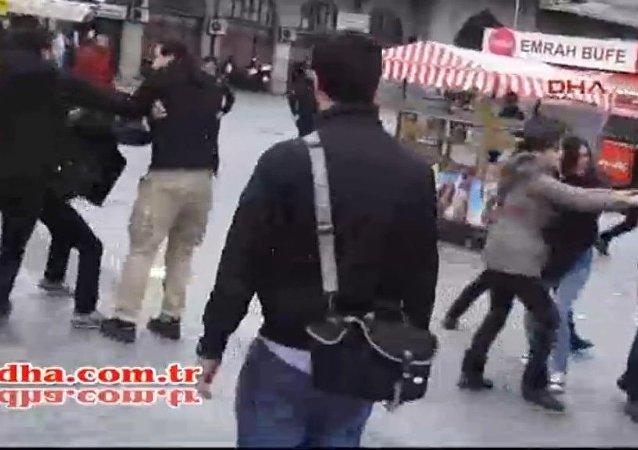 Ankara saldırısını protesto etmek isteyenlere Kadıköy'de gözaltı