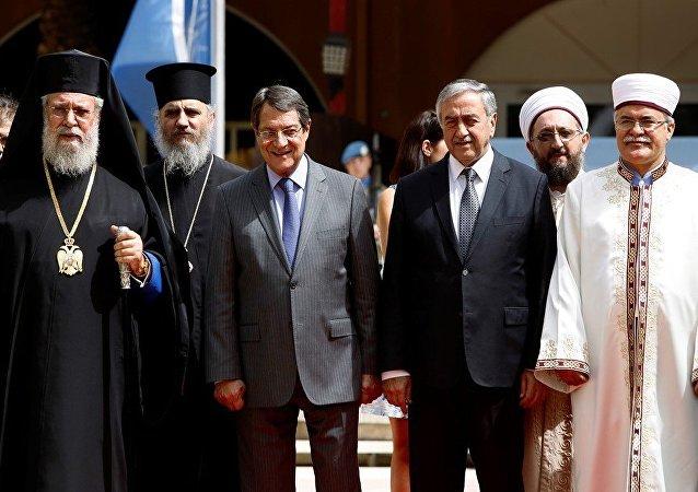 Mustafa Akıncı ve Nikos Anastasiadis Ara Bölge'de bir araya geldi